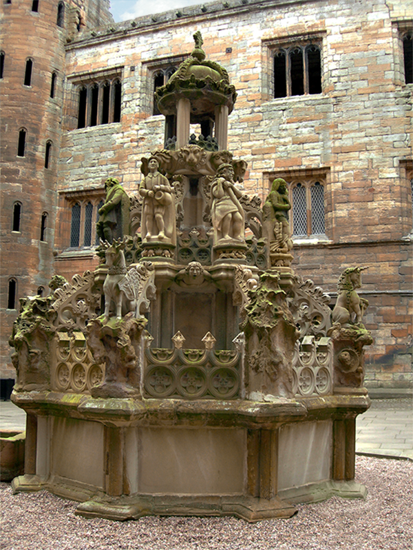 Linlithgow Palace the fountain in the courtyard © 2007 Scotiana