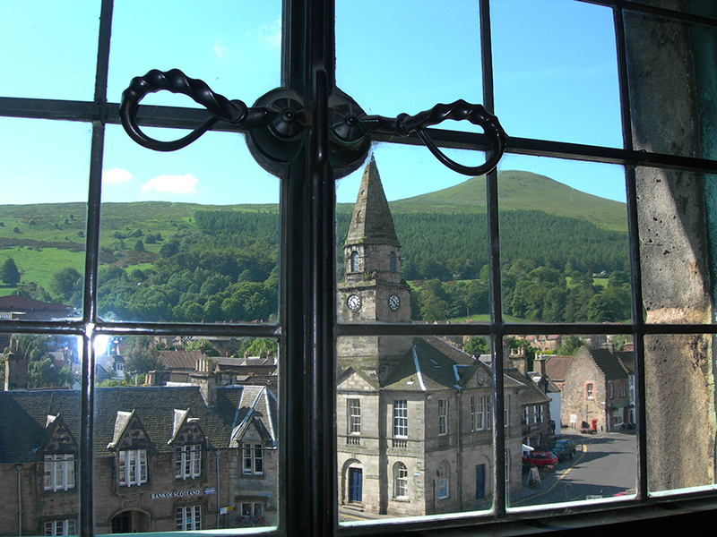 Falkland Palace view of the village from a window © 2003 Scotiana