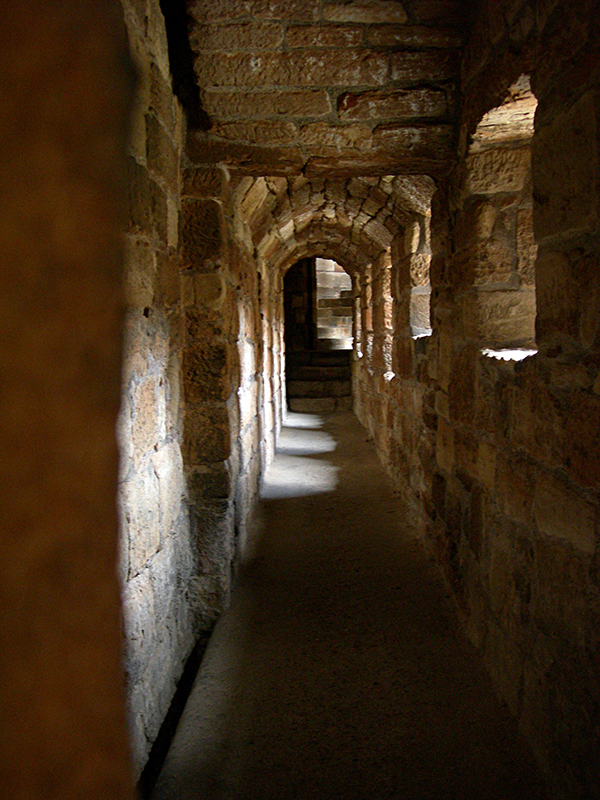 Linlithgow Palace one of the many corridors © 2007 Scotiana