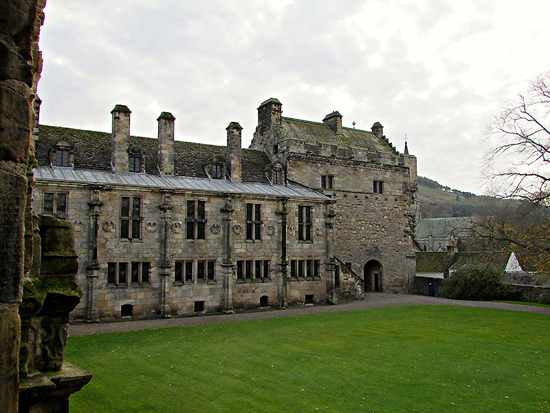 Falkland Palace Courtyard South Range and Gatehouse Wikimedia