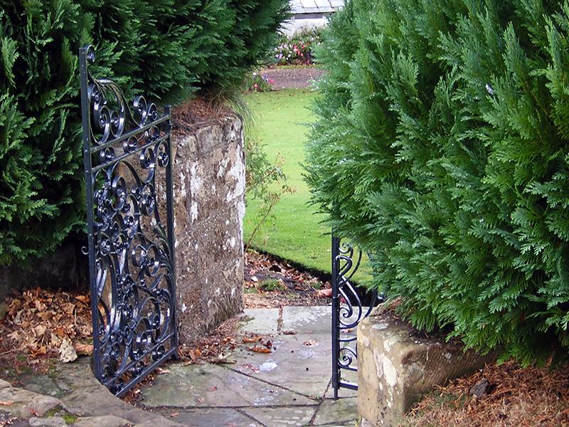 Falkland Palace garden gate © 2003 Scotiana