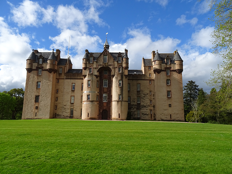 Fyvie Castle south façade © 2015 Scotiana