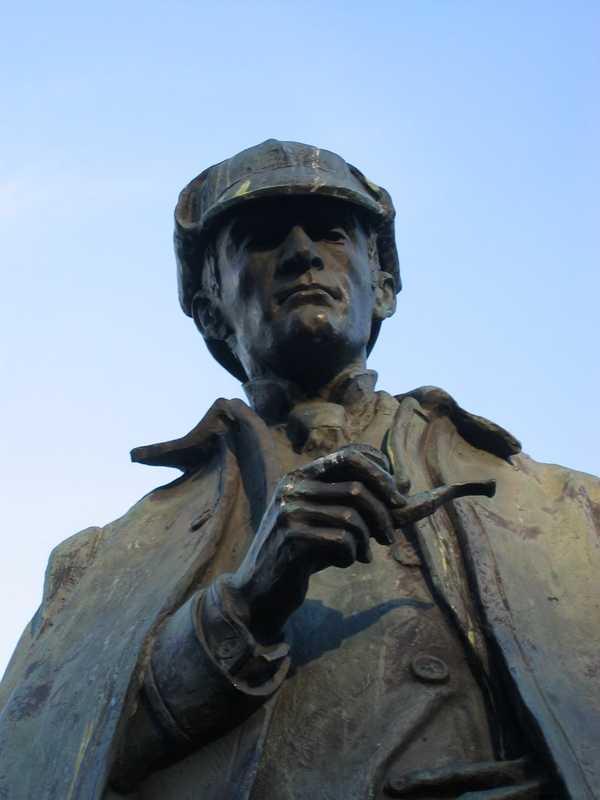 Sherlock Holmes Statue - Picadilly Place - Edinburgh