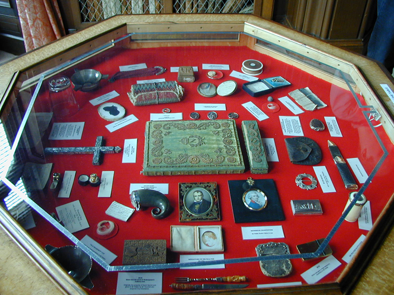 Abbotsford library memorabilia show case © 2001 Scotiana