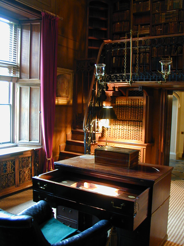 Sir Walter Scott's desk Abbotsford © 2001 Scotiana