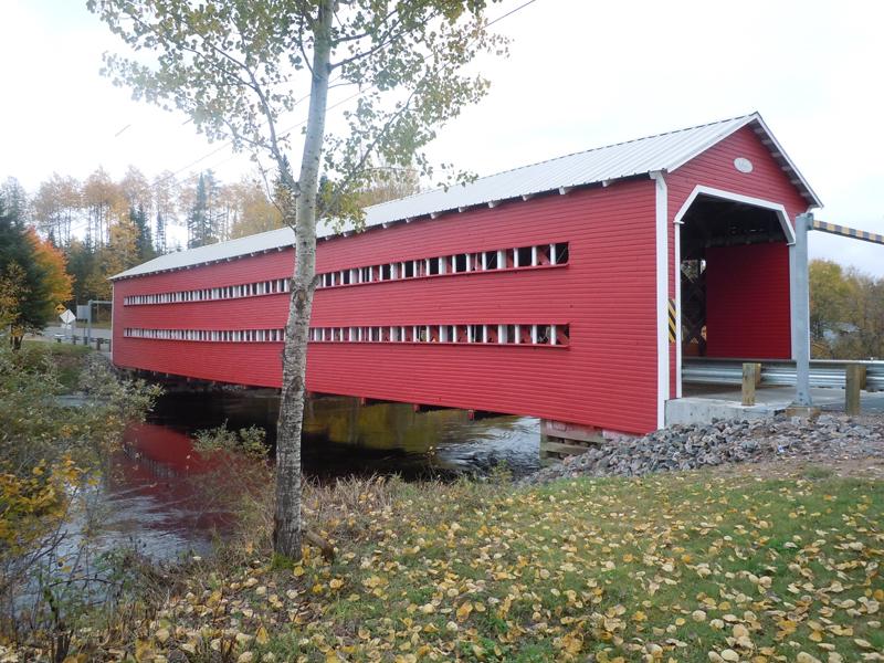 Ducharme covered bridge (1946) Region de la Mauricie - Province of Quebec. © Scotiana October 2010