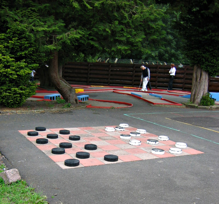 Scotland Dumfries & Galloway Hoddom Castle mini golf and draughts © 2004 Scotiana