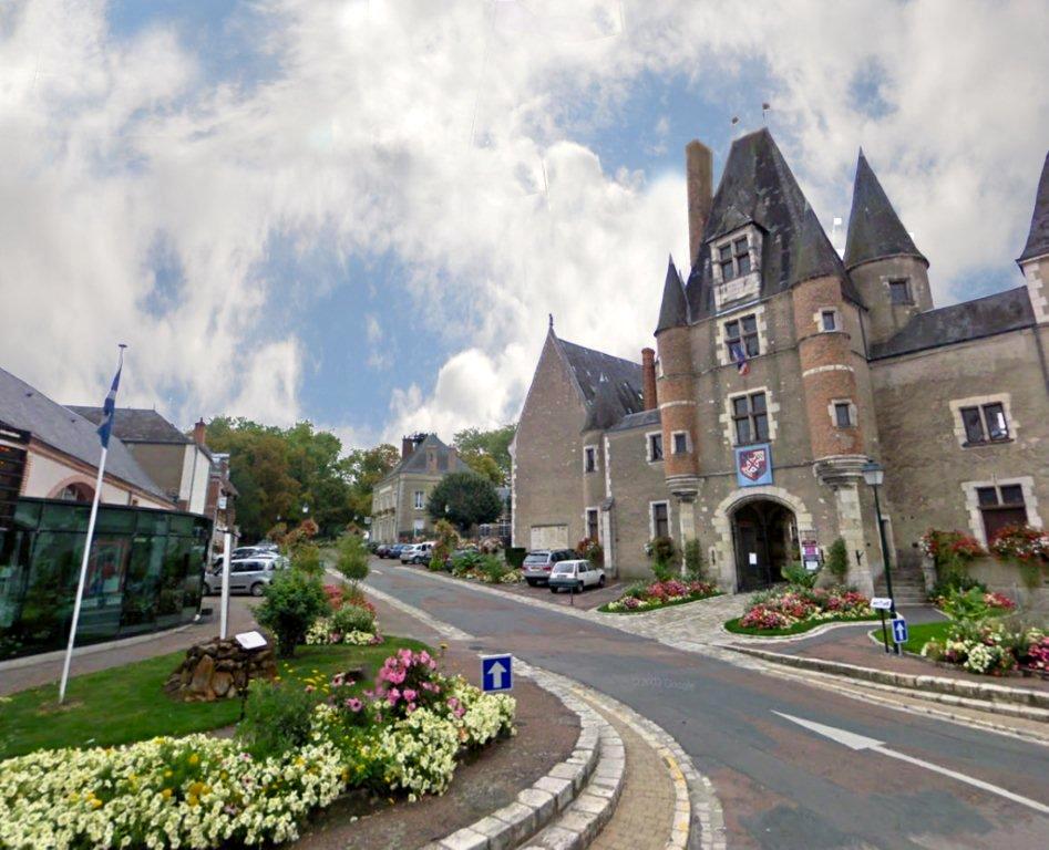 Aubigny-sur-Nère The Auld Alliance Memorial and the Stuarts Castle  © 2011 Scotiana