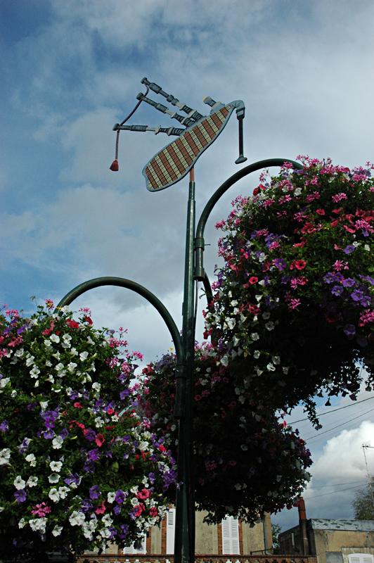 Emblematic Scottish bagpipe Aubigny-sur-Nère Berry France  © 2011 Scotiana