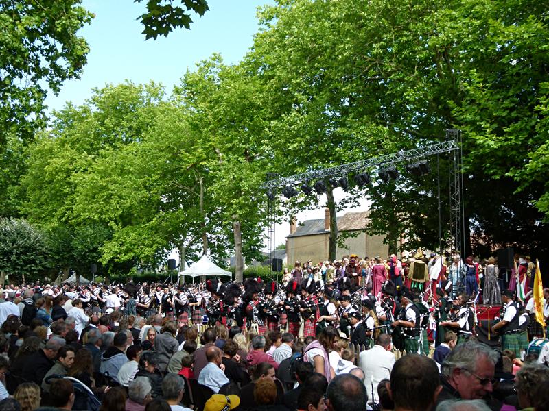Aubigny-sur-Nère podium  © 2011 Scotiana