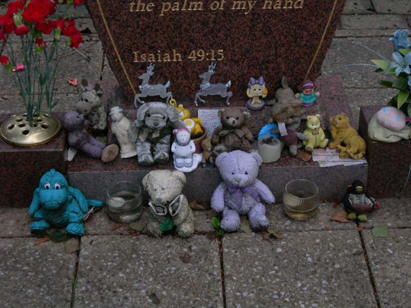Glasgow Necropolis 'child migrants' monument teddy bears  © 2007 Scotiana