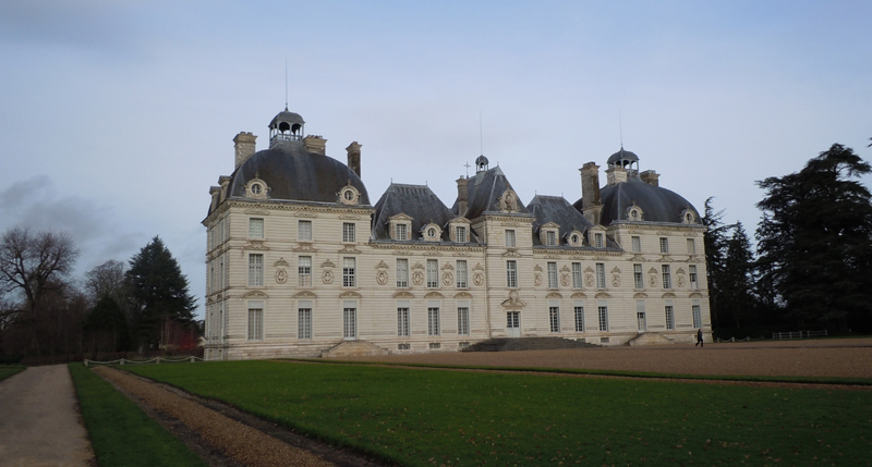 Château de Cheverny - view of the façade © 2012 Scotiana