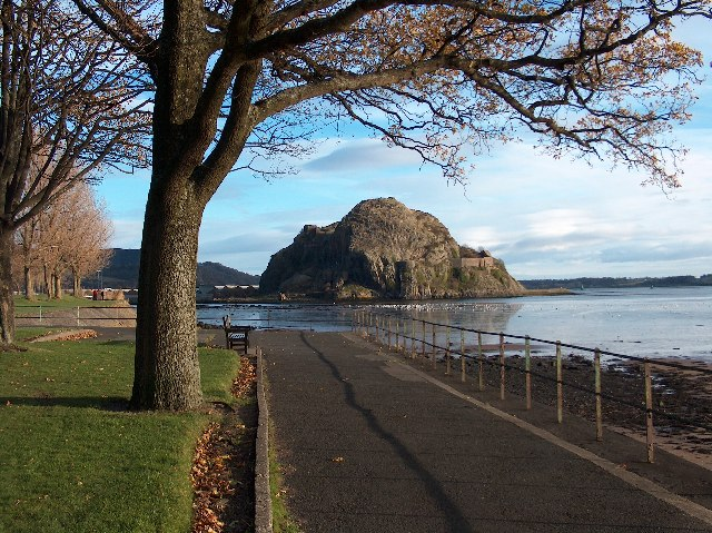 Dumbarton Rock from Levengrove Park Wikipedia photo by Andrew McEwan
