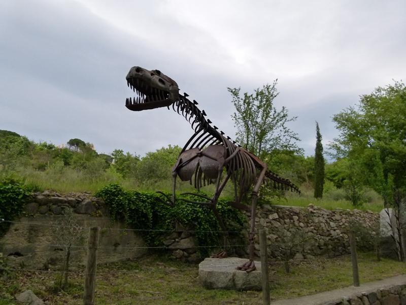 France Languedoc-Roussillon Pyrénées-Orientales Ille-sur-Têt chemin des Orgues dinosaur sculpture © 2012 Scotiana