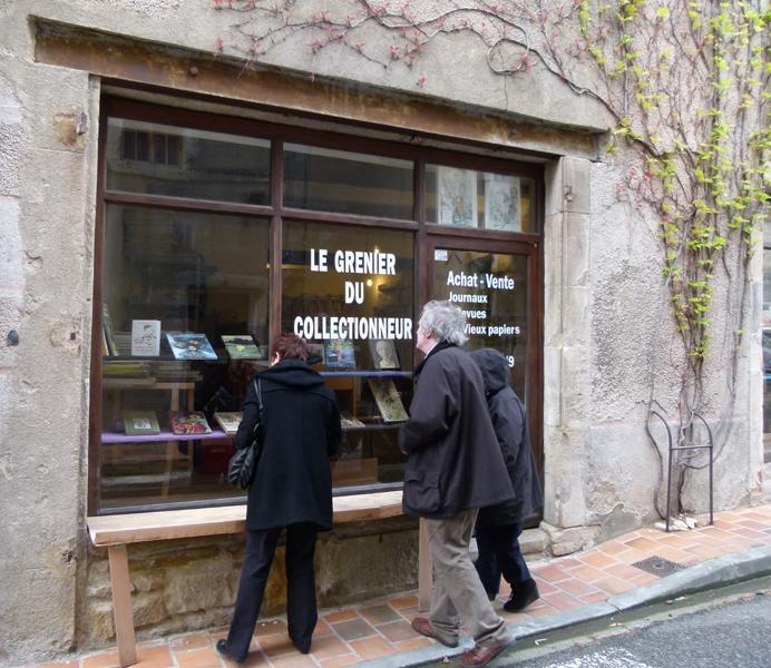 France Languedoc-Roussillon Aude Montolieu - Le Grenier du Collectionneur  © 2012 Scotiana