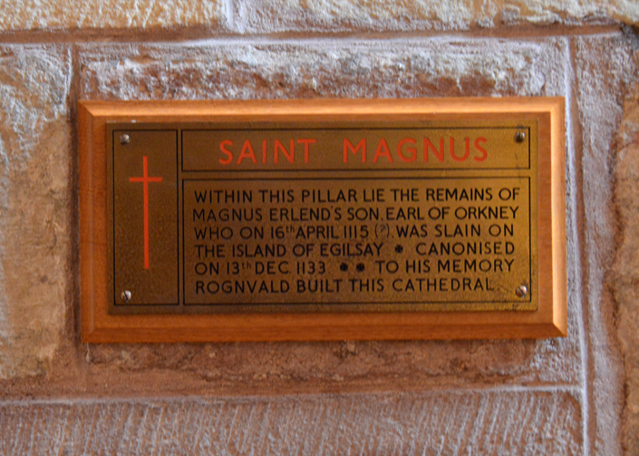 Photo of the plaque marking the burial place of St Magnus, south of the organ screen © 2012 Scotiana