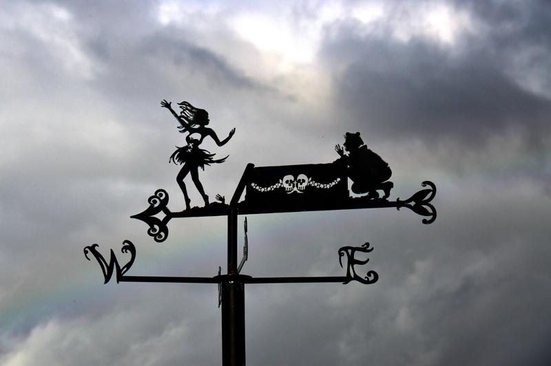 Alloway Poet's Path  Nannie  Tam coffin  © 2012 Scotiana