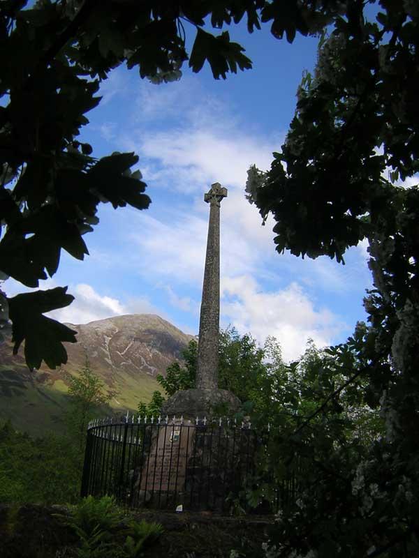 Glencoe MacDonalds monument © 2004 Scotiana