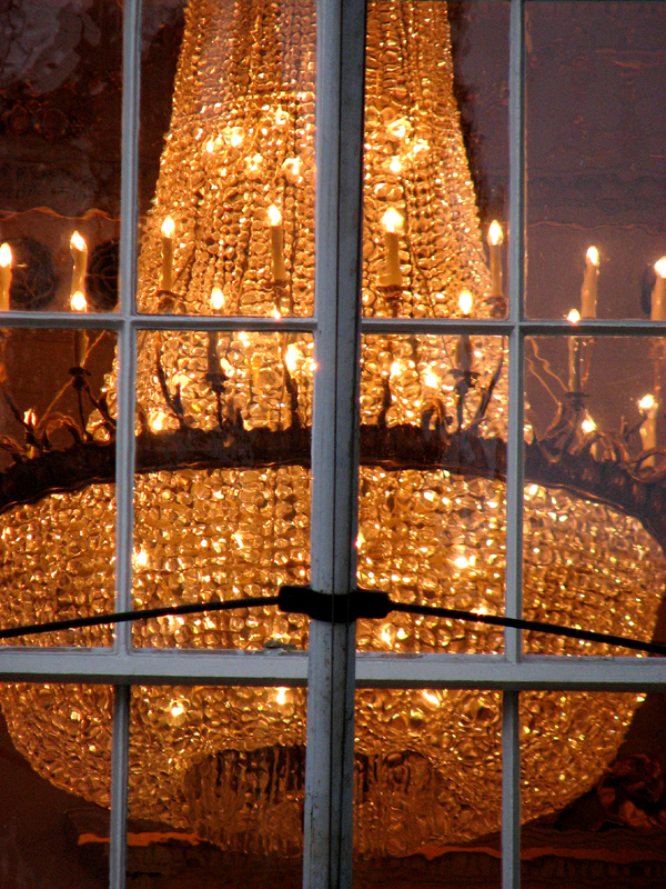 Assembly Rooms candelabra © 2012 Scotiana