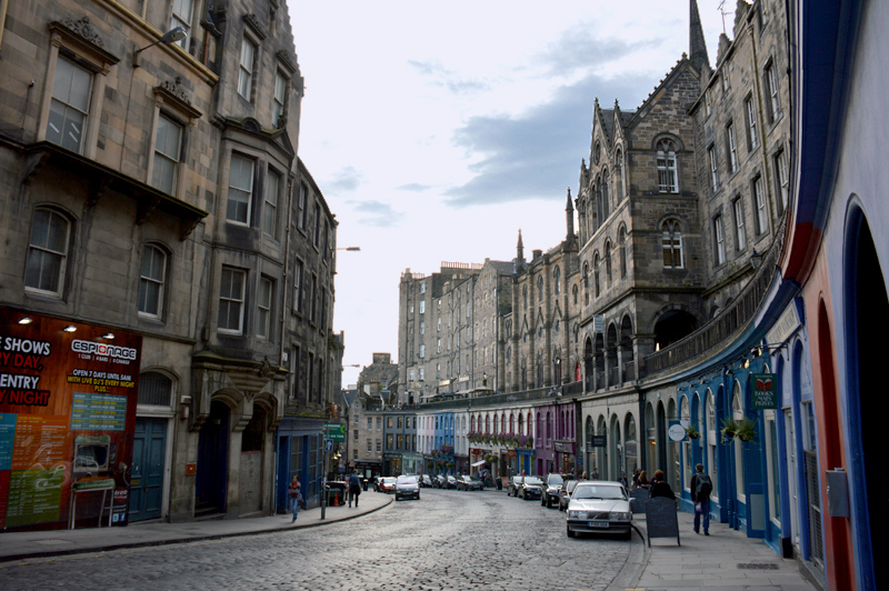Victoria Street in Edinburgh's Old Town  © 2012 Scotiana