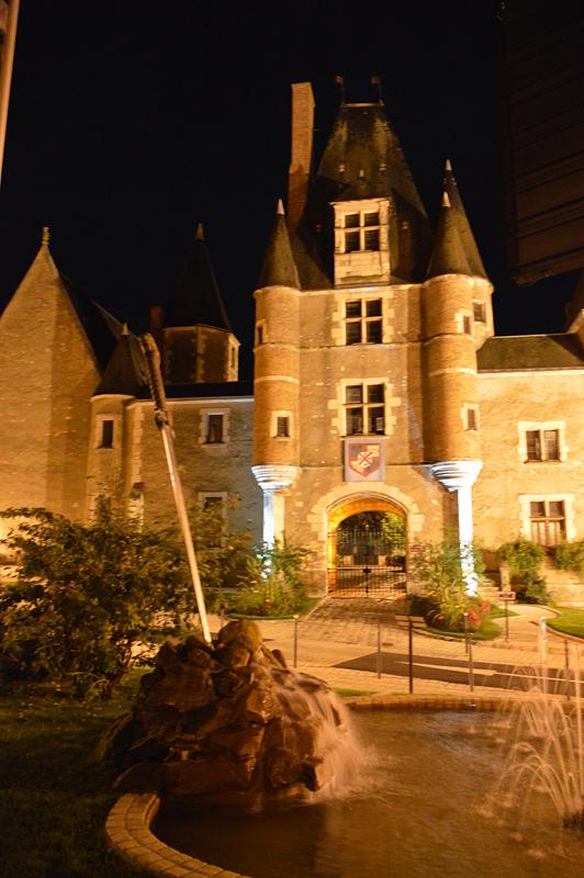 Aubigny-sur-Nère Stuart Castle by night © 2013 Scotiana