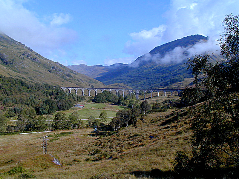 Glenfinnan railway viaduct © 2003 Scotiana