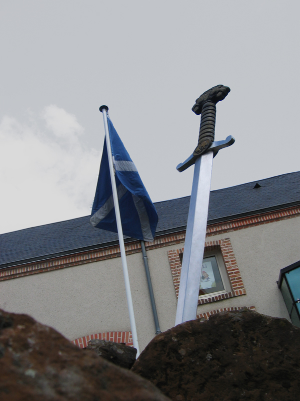 Scottish flag and sword © 2014 Scotiana