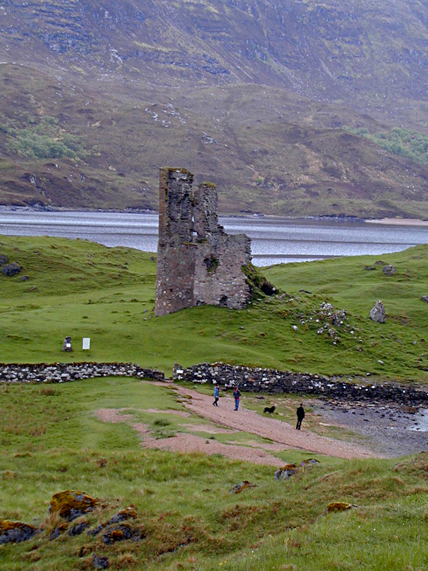 Ardverck Castle  loch Assynt Sutherland © 2001 Scotiana