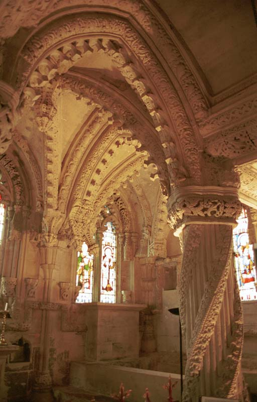 Rosslyn Chapel and the  apprenticee pillar © 2001Scotiana