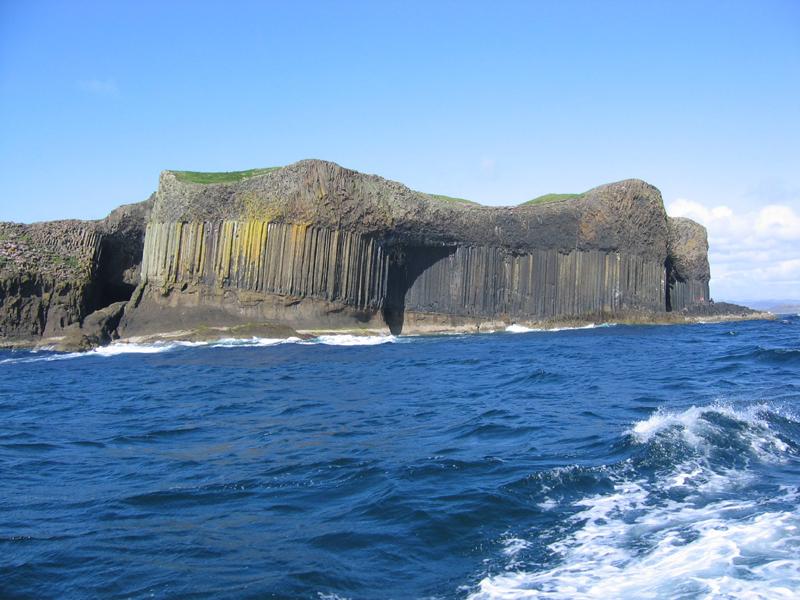 Staffa island © 2003 Scotiana