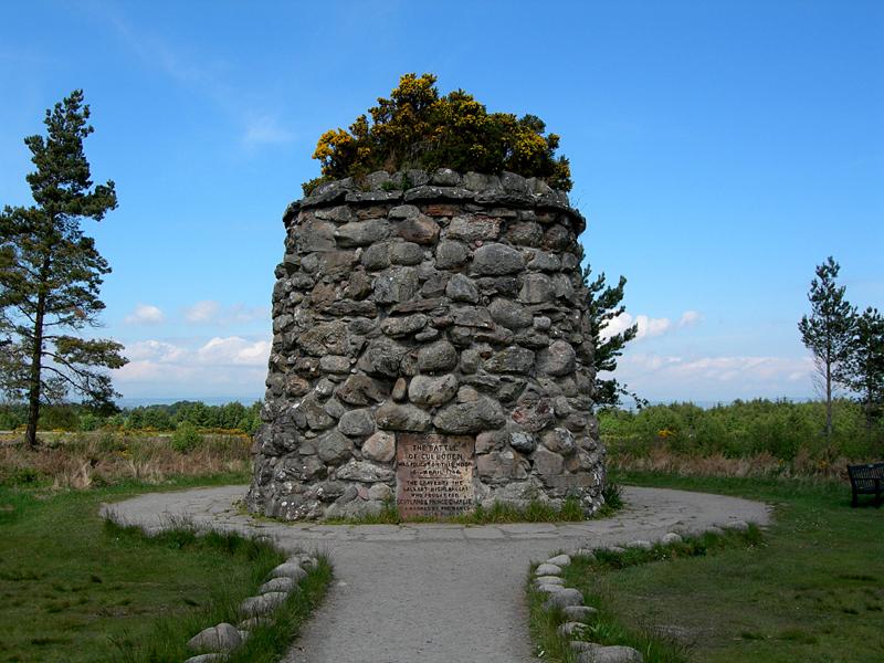 Culloden Moor memorial cairn © 2006 Scotiana