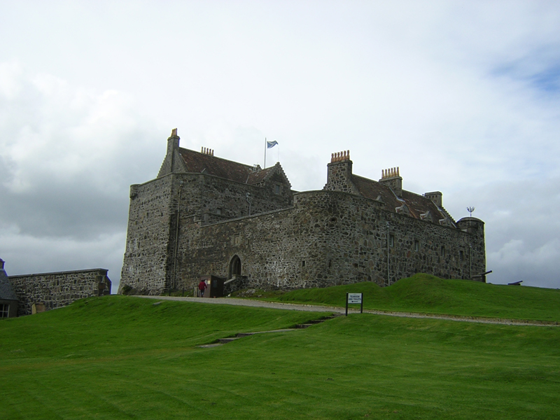 Duart Castle on the Isle of Mull © 2004 Scotiana