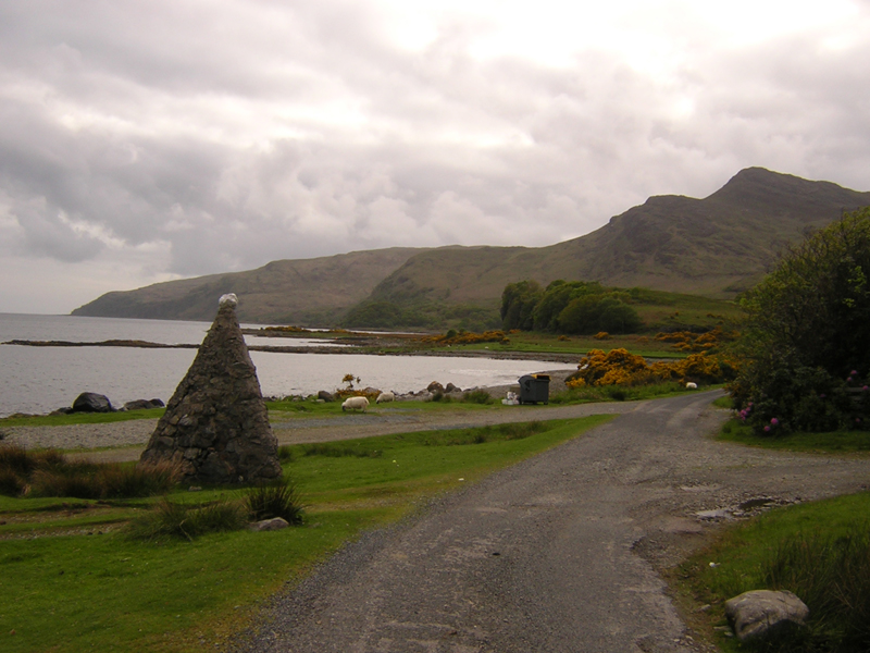 Edward VII and Queen Alexandra cairn in Lochbuie  south of Mull © 2004 Scotiana