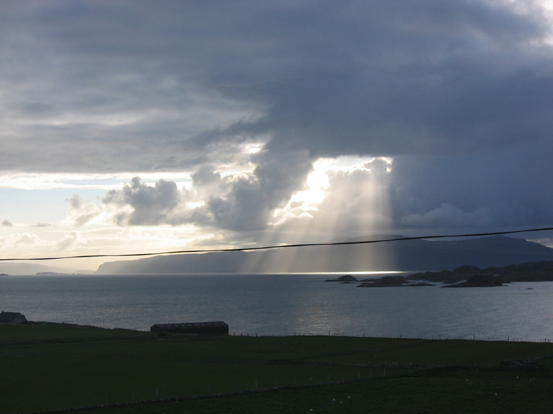 A spectacular light show on the Sound of Iona © 2006 Scotiana