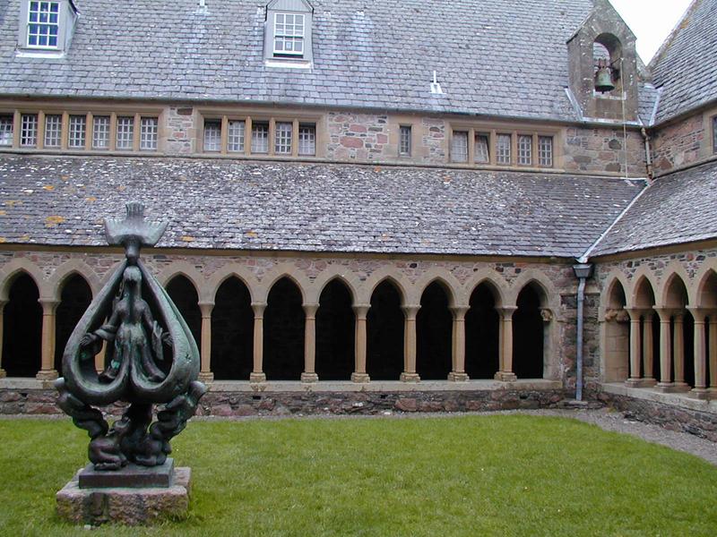 Iona Abbey cloister & Lipchitz bronze statue © 2003 Scotiana