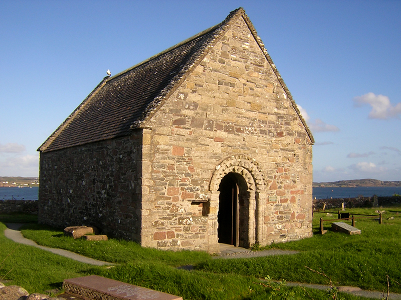 St Oran's chapel on the isle of Iona © 2004 Scotiana