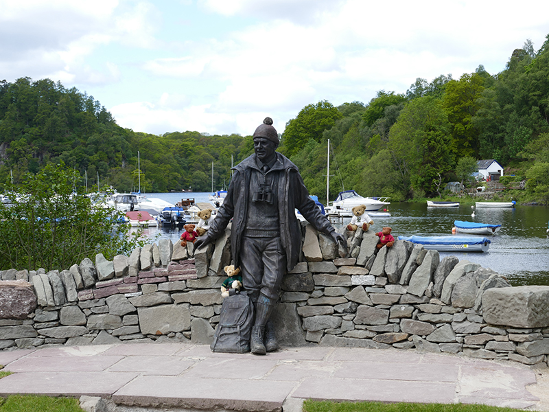 The statue of Tom Weirr in Balmaha in the Trossachs © 2015 Scotiana