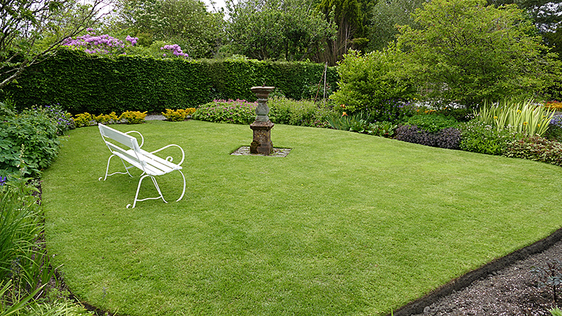Broughton House sundial lawn bench  © 2015 Scotiana