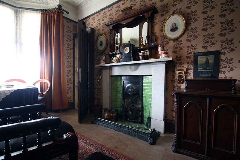 Miss Toward's drawing-room  in Glasgow Tenement House Miss Toward's drawing-room  © National Trust for Scotland