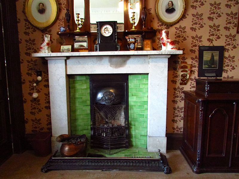 The fireplace in Miss Toward'sTenement House in Glasgow © Glen Bowman Flickr - Photo Sharing