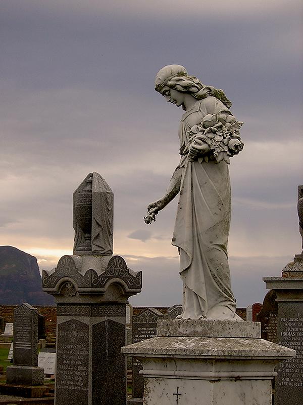 Warbeth Cemetery in Orkney Johanna Wilhelmina's grave © 2003 Scotiana