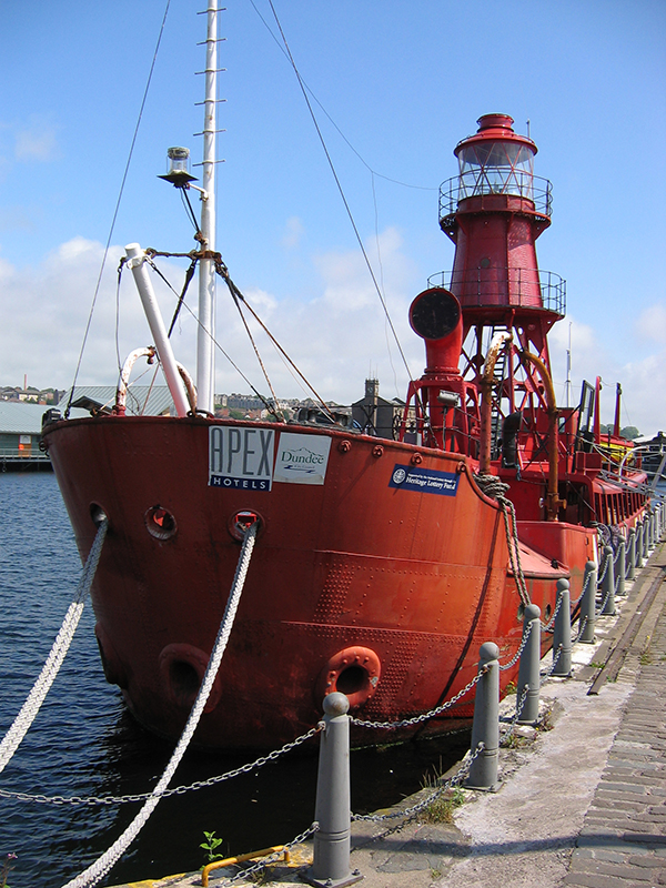 The North Carr light ship Victoria Dock Dundee © 2006 Scotiana