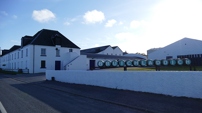 Islay Bruichladdich distillery © 2015 Scotiana