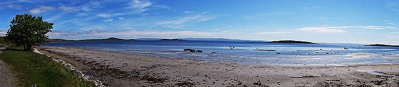 A beach on the east coast of the isle of Jura © 2015 Scotiana