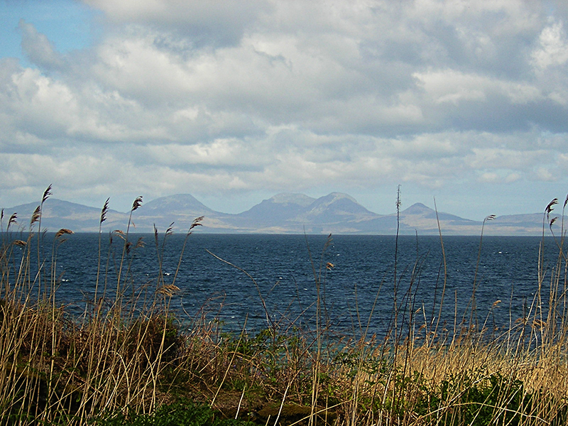 A view of the Paps of Jura from Kintyre © 2004 Scotiana