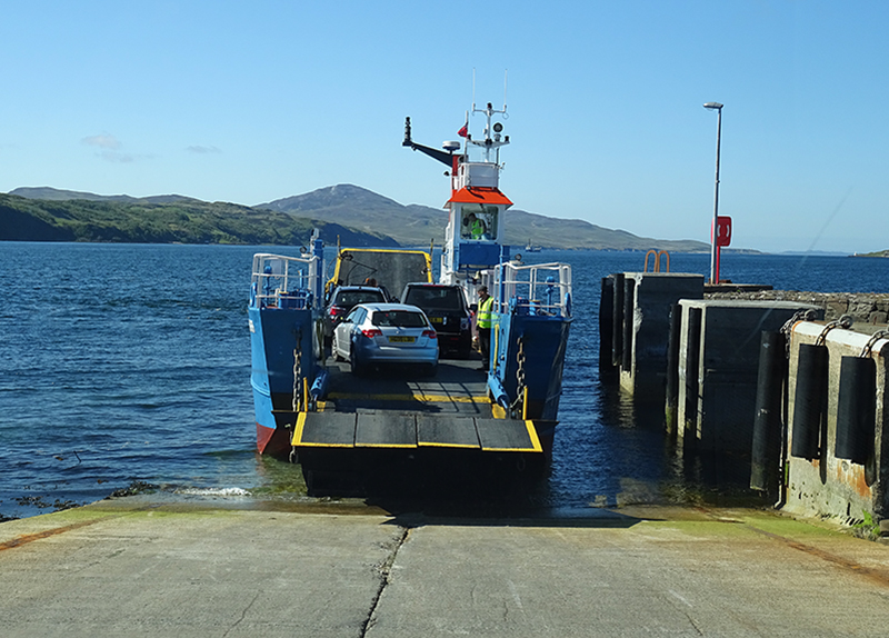 Islay-Jura ferry at Feolin © 2015 Scotiana