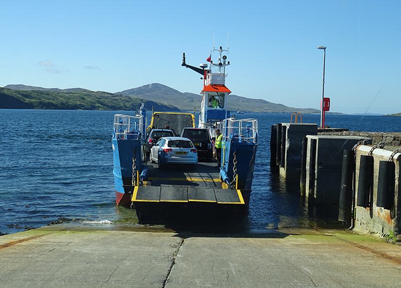 Islay-Jura ferry at Feolin © 2015 Scotiana