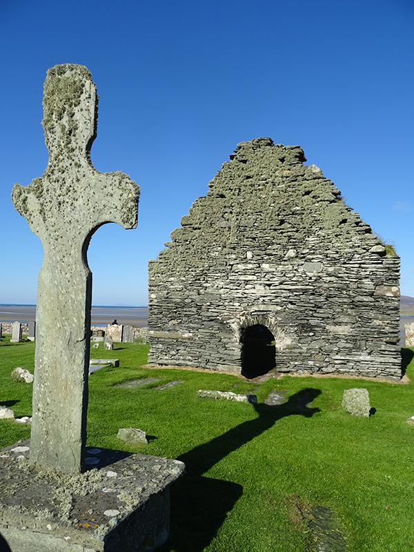 Islay Kilnave chapel & cross - Gruinart Bay © 2015 Scotiana