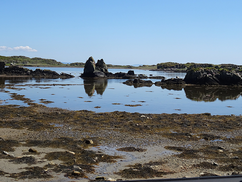 Islay rocky shore eastern coast © 2015 Scotiana