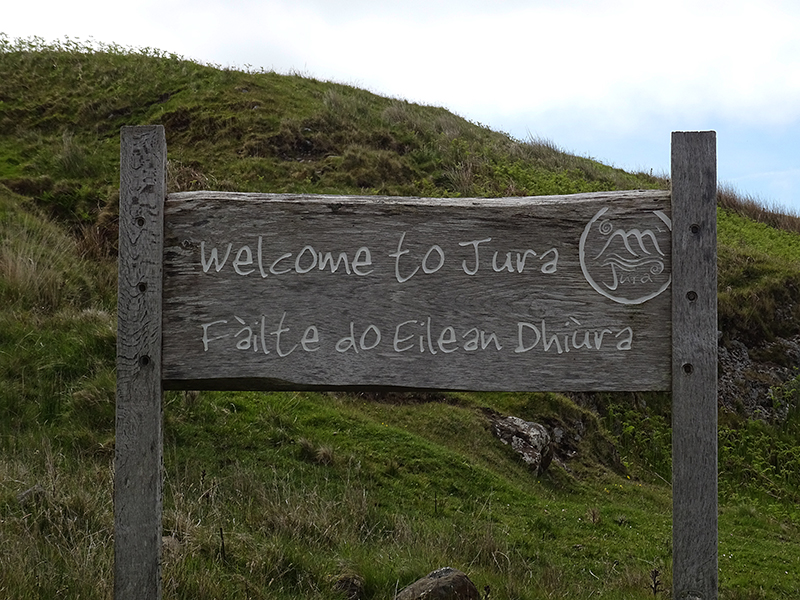 Jura Welcome wooden panel © 2015 Scotiana